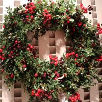 XZ10078RGGO Glitter Boxwood Berry Wreath 24""