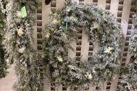 XZ10092WH Mixed Pine Narcissus Wreath With Snow White 32""